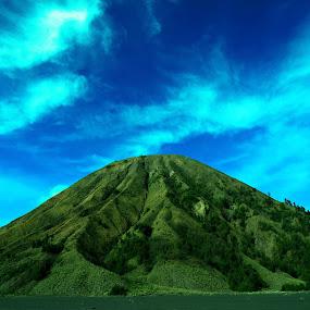 Batok Mountain by Arifandi Krembong - Landscapes Mountains & Hills ( mountain, indonesia, east java, resort, bromo )