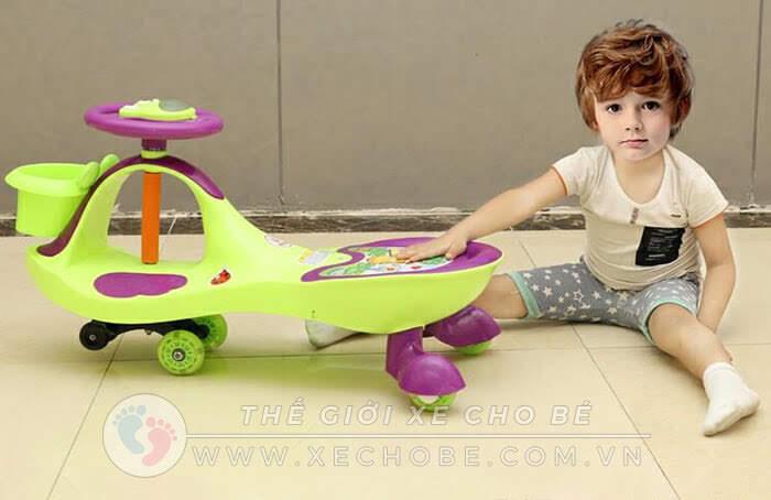 chọn xe lắc cho bé 1 tuổi 2