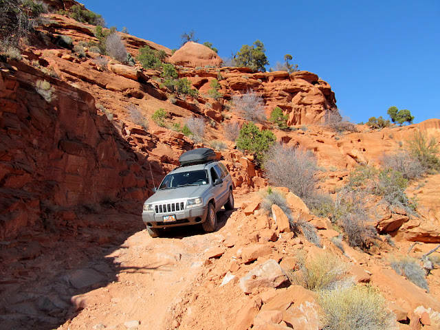 Jeep descending the steep Flint Trail