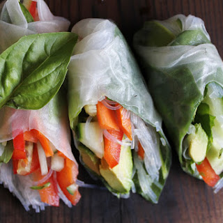 Fresh Veggie Summer Rolls with Spicy Garlic Peanut Sauce