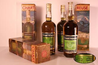 Photo: Sur une étiquette chaque détail compte !  «Liqueur fabriquée par la Grande Chartreuse» et non « fabriquée à la Grande Chartreuse » ou « fabriqué par les Pères Chartreux » !  Il s'agit de bouteilles de Tarragone. Avez-vous des infos sur le sujet de cette drôle de mention ? (merci à Jean-Pierre) Renseignements complémentaires bienvenus...