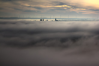 Photo: Nochmal morgendlicher Nebel im #Saale Tal. Bilck auf #Naumburg , Dom und Wenzelskirche und 50.000 Windkrafträder.