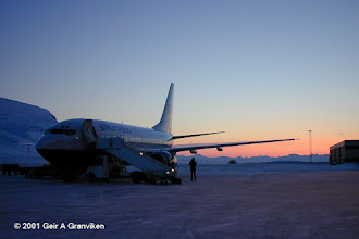 Photo: Braathens B737-700 at Svalbard Airport, Longyear (LYR/ENSB). Daylight is about to return in march, after the long winter night.