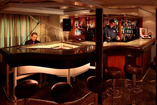 Seadream-piano2.jpg - Enjoy evening entertainment on a SeaDream Yacht Club cruise.