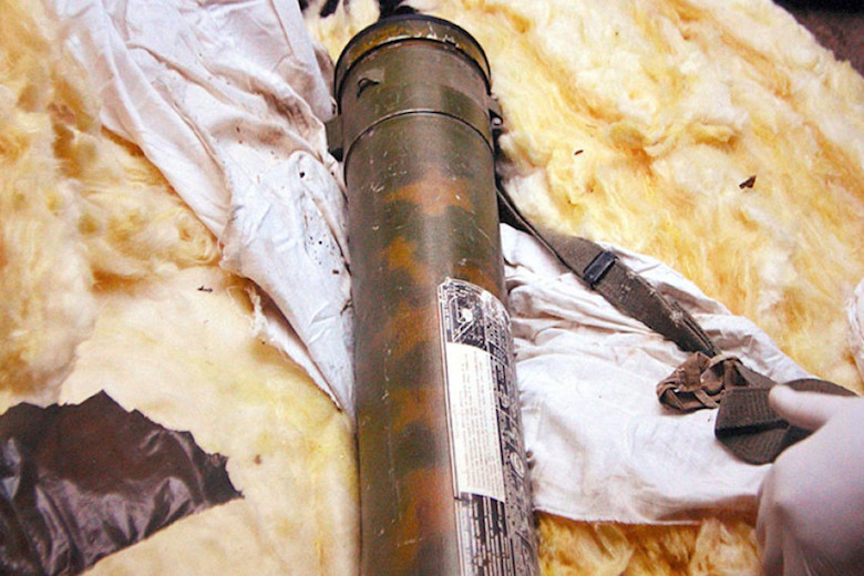 Фото с обыска в гараже в Тверской области. В корпусе стиральной машины был оборудован тайник для боеприпасов и стрелкового оружия, которыми пользовались члены ореховской ОПГ