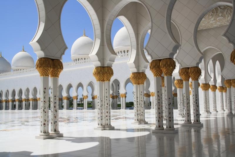 Колони мечеті шейха Зайда