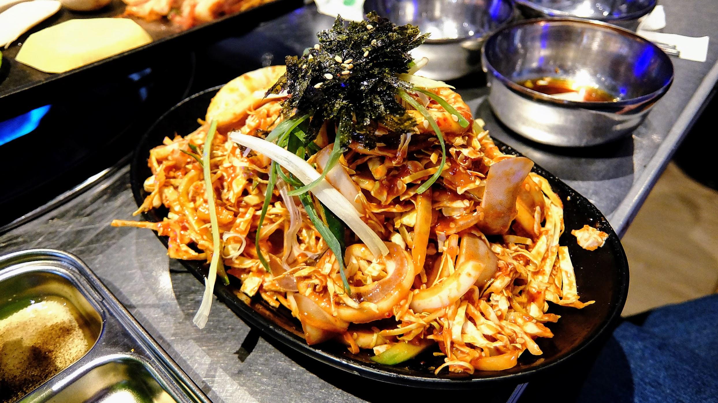 辣伴魷魚頗受我們這一桌好評的,帶著點甜辣的調味,很爽口很開胃