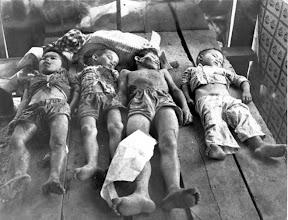 Photo: BÊN THẮNG CUỘC - HUY ĐỨC                              Bốn em đã bị giết ngày 25 tháng 3 trong một cuộc tấn công của Việt Cộng vào ngôi làng nhỏ tên Dân Trí V, cách Sài gòn16 km về phía bắc. Du kích đã bắn vào các em, độ tuổi 5,6,8, và 12, và cũng gây thương tích cho em trai khác và một phụ nữ. Lực lượng dân quân địa phương đã phản công, giết chết năm (5) trong những nhóm Việt cộng. Làng này đang trong chương trình xây dựng nông thôn của Chính phủ miền Nam Việt Nam. http://www.vietnam.ttu.edu/virtualarchive/items.php?item=VA004350 Youthful Victims of Viet Cong Attack on Village Near Saigon -- These four boys were killed March 25 in a Viet Cong attack on the small Vietnamese village of Dan Tri V, 16 kilometers north of Saigon. The guerrillas shot the boys, ages 5,6,8, and 12, and also wounded two other young boys and a woman. Local militia forces fought off the attack, killing five of the insurgents. The village has been under the rural construction program of the South Vietnamese Government.
