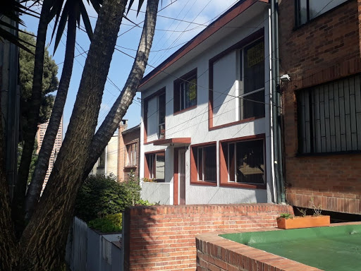Casas en Venta - Bogota, La Macarena 642-4594