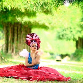 alone by Nur Kadri - People Fashion