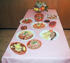 Photo: Buffet mit Fisch, Fleisch, Meeresfrücht Eintopfe, Pasteis de Nata