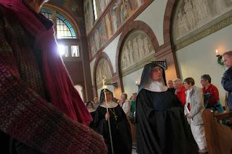 Photo: Nonnernes indgang indleder vesperen