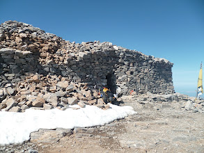 Photo: La chapelle du sommet du Mont Ida où j'ai dormi en espérant que le vent se calme pour un décollage matinal