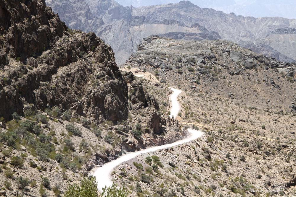 Estrada de montanha entre Al Hamra e Rustaq, via Hatt e Wadi Bani Awf   Omã