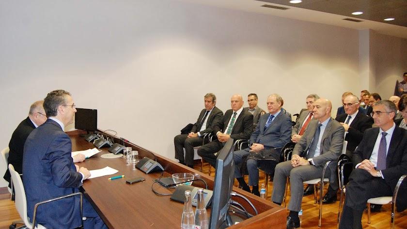 Presentación  ayer a cargo del presidente de Cajamar y el de la Cámara de Comercio de España, José Luis Bonet.