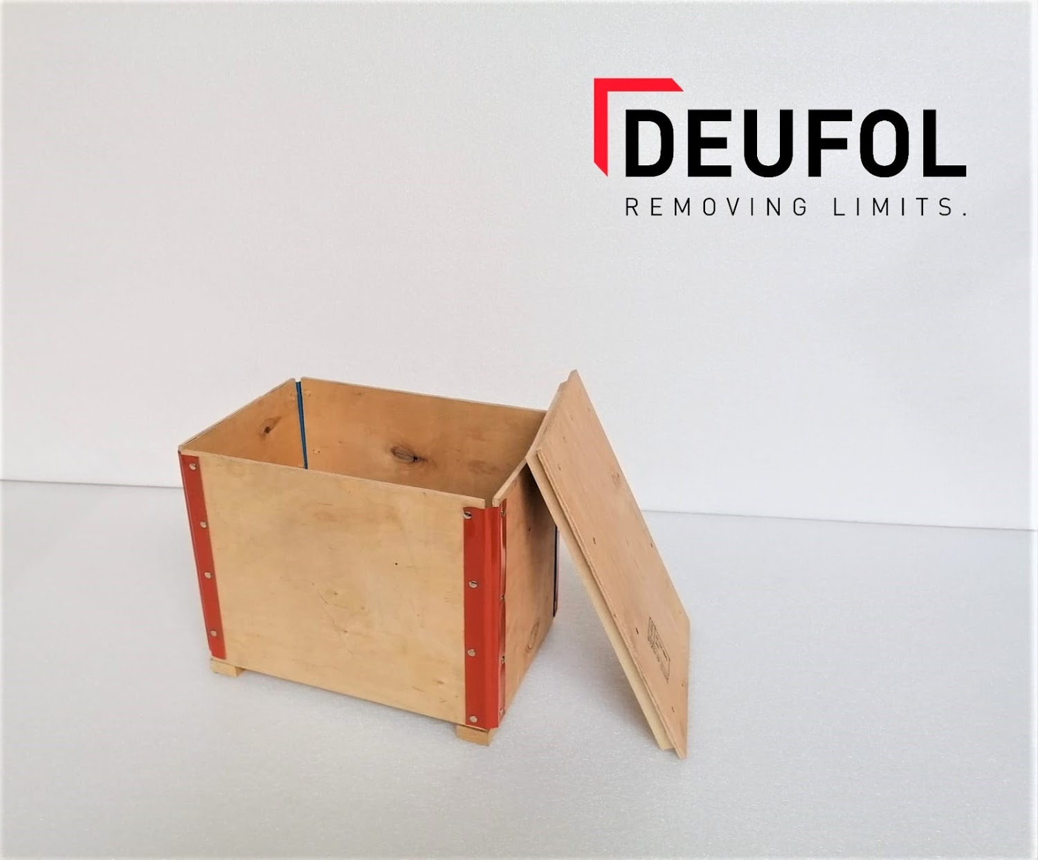 Wooden transport box with lid 48x36x47cm