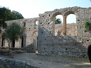Photo: Basilique sur le site de Butrint