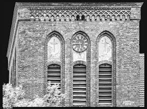 Photo: wuchtiger Turm der Kirche in Kröpelin aus dem 15. Jhdt.