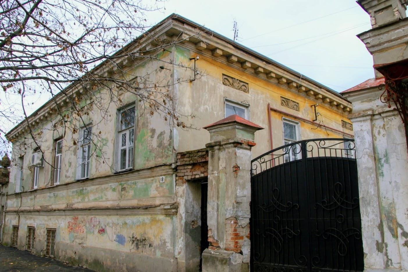 https://sites.google.com/site/istoriceskijtaganrog/frunze-ulica/dom-18