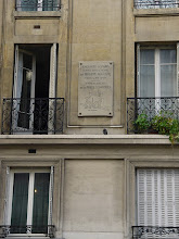 Photo: Another plaque, at 172 Rue St-Jacques, shows a plan of the gate at this site, and the defensive structures which prevented attackers from approaching at high speed.