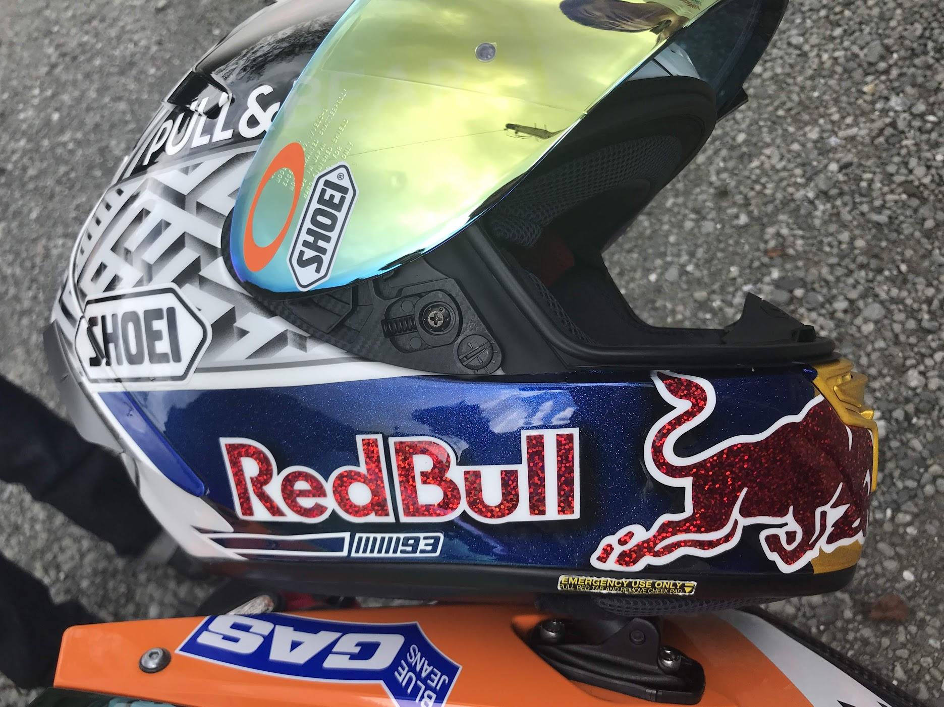 RedBullヘルメット
