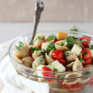 Smoked Mozzarella Caprese Pasta Salad