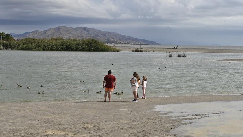 Laguna de Pueblo Laguna, urbanización en la playa de Vera, el entorno que más ha sufrido en los últimos años las riadas y que esta vez se ha librado.