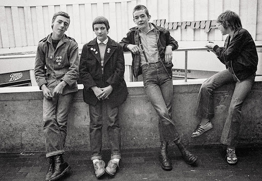 Persona especial Espere Derribar  Group of young skinheads - Gavin Watson — Google Arts & Culture