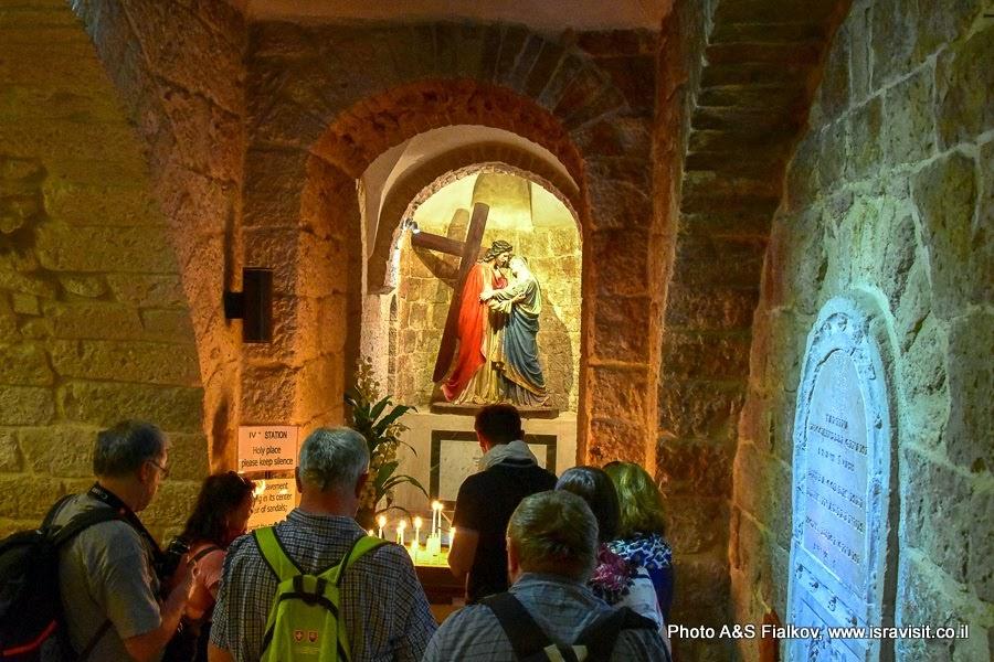 Четвертая Станция Крестного пути. Улица Виа Долороза. Иерусалим. Старый город. Часовня на месте где стояла Богородица.  Экскурсия по христианским Святыням Иерусалима.