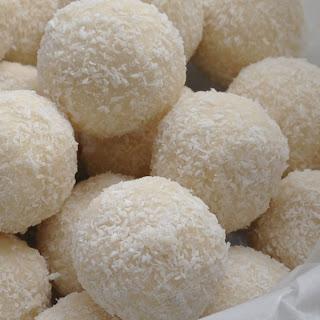 No-bake Coconut Protein Balls