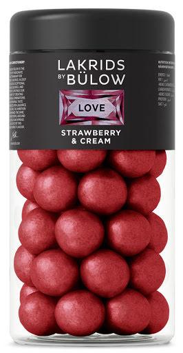 Love – chokladöverdragen sötlakrits med jordgubbar och grädde – Lakrids by Bülow