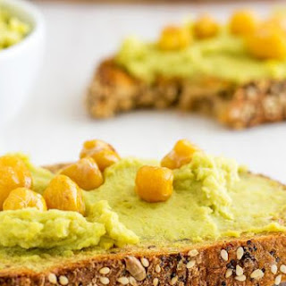 Healthy Creamy Avocado Hummus