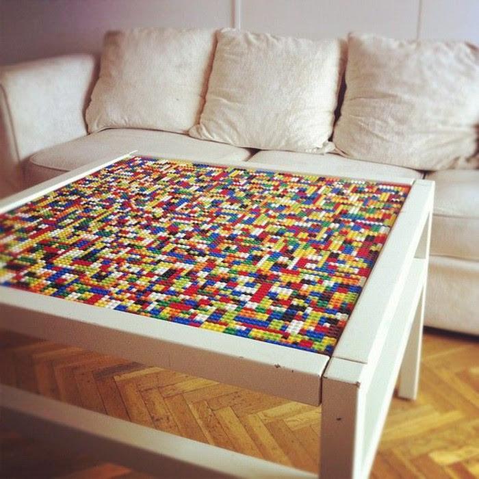 Stół z blatem z klocków lego