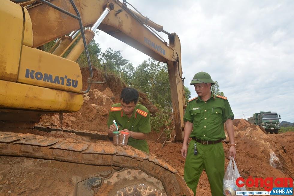 Lực lượng Công an làm việc tại hiện trường