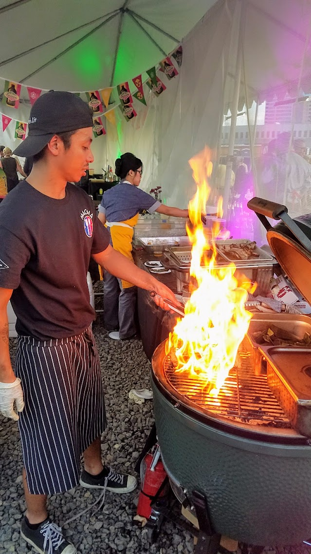 My Highlights of Feast 2017 - Scenes from Night Market, fire and pork at Magna's stand where Carlo LaMagna from Magna presents Inihaw Na Liempo