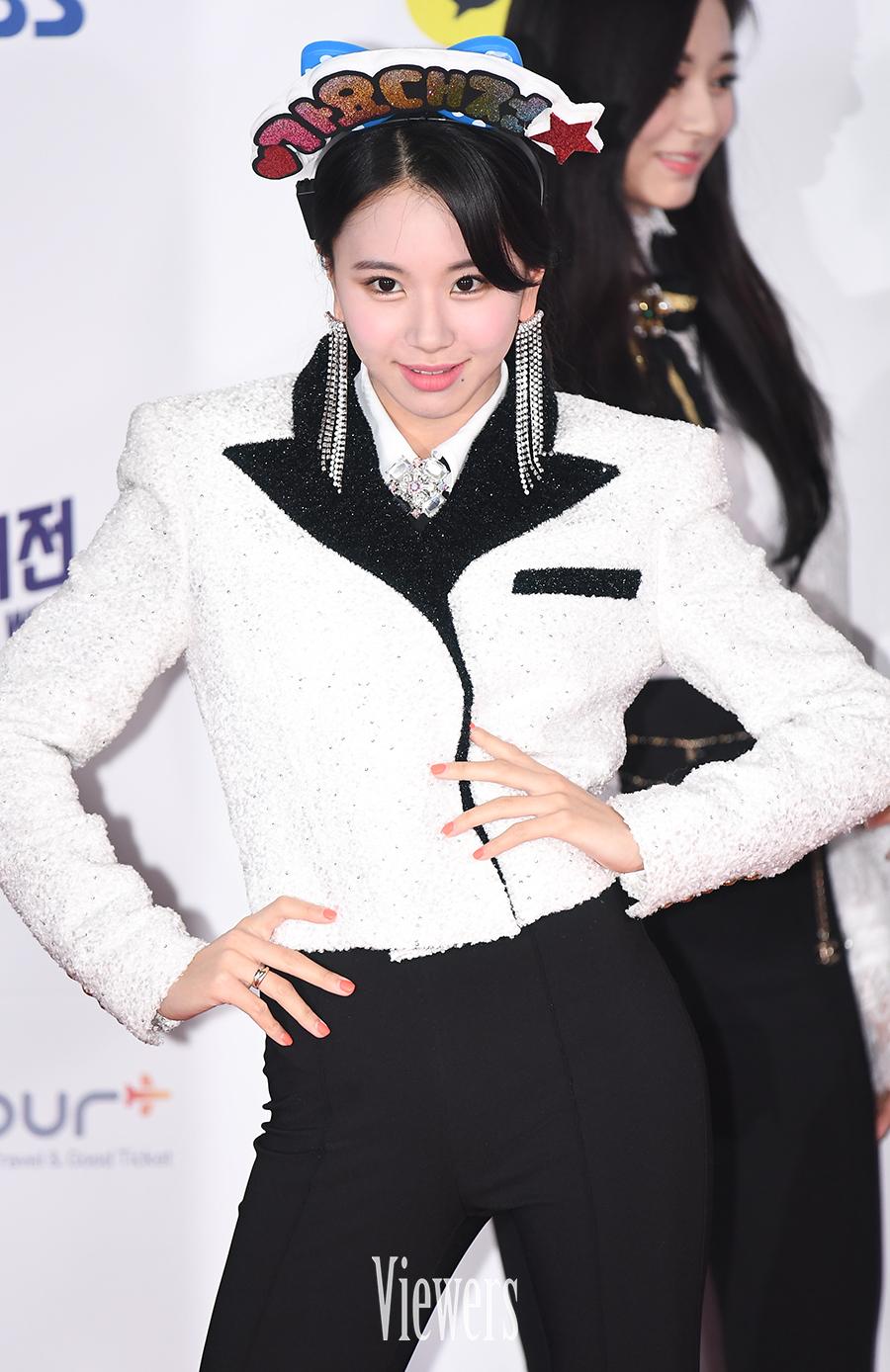 ChaeyoungPose3