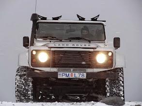 Photo: Uno dei nostri Land Rover Defender 110 AT37 in azione durante un fuori programma. www.90est.it/islanda-aurora-boreale.html