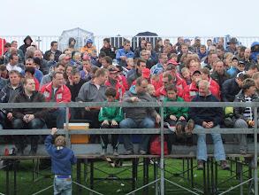 Photo: De tribune begint al weer rood te kleuren