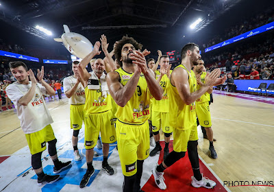 Oostende haalt uit tegen Mechelen, Bergen mee aan de leiding na overwinning tegen Brussels