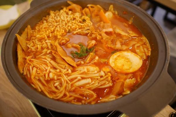 板橋 瑪妮年糕鍋 韓國人開的道地韓式料理餐廳‧私藏平價大份量的好吃部隊鍋♥♥♥