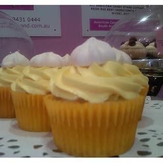 Lemon Cupcakes With Lemon Cream