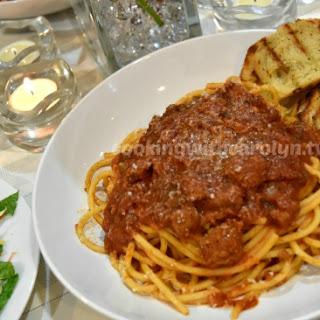 Slow Cooker Italian Sausage Ragu and Bucatini Pasta.