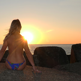 enjoying the last rays of sunshine by De Voldoening Henri - Uncategorized All Uncategorized