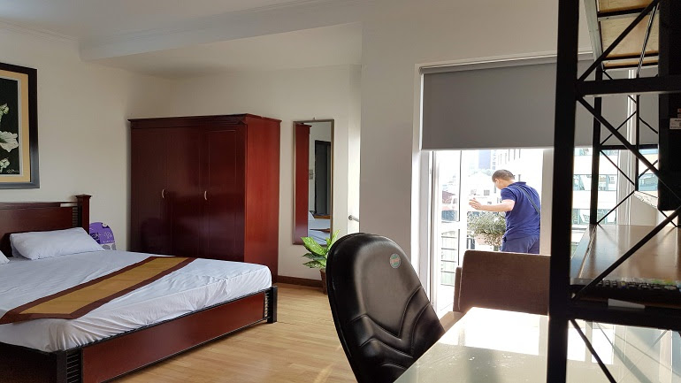 Bright studio apartment with nice balcony in Tran Hung Dao street, Hoan Kiem district for rent