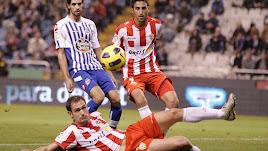 Carlos García y Hernán Pellerano en el Deportivo-Almería de Copa en 2011.