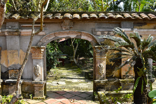 vietnam-entrance-to-private-temple.jpg - Entrance to a beautiful French-designed private home once occupied by the famous write Marguerite Dumas outside of Saigon.