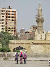 Photo: camino a la mezquita, ellas también