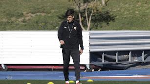 Víctor Fortes en el entrenamiento del Almería.