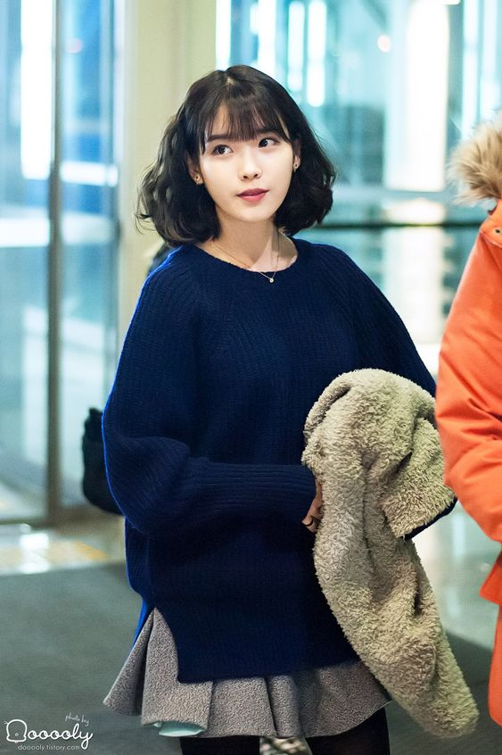 IU sweater 43