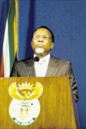HELPING HAND: President Kgalema Motlanthe. 17/12/08. © Unknown.